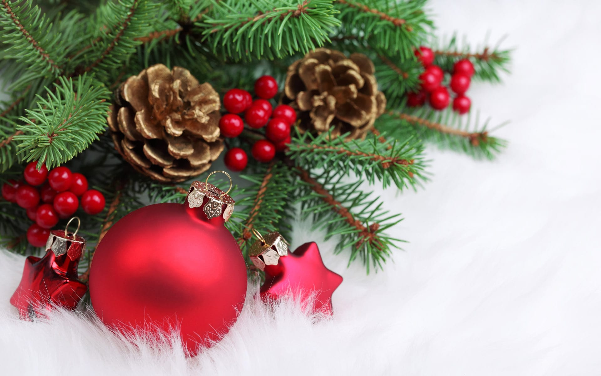 Red-Christmas-decorations-christmas-22228018-1920-1200